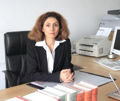 Monireh Ashoee Dortmund منیره اشویی وکیل رسمی دادگاههای آلمان با بیش از ده سال سابقه کار :مدافع حقوق شما در امور مربوط به خانواده، طلاق، سرپرستی کودک تصادفات رانندگی و خسارت جزایی و جنأیی اقامت، تابعیت و پناهندگی مدنی و امور اجتماعی